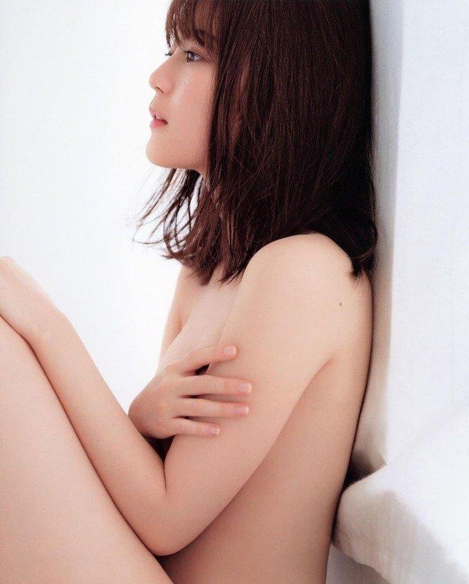 童顔アイドル美巨乳、生田絵梨花 (19)