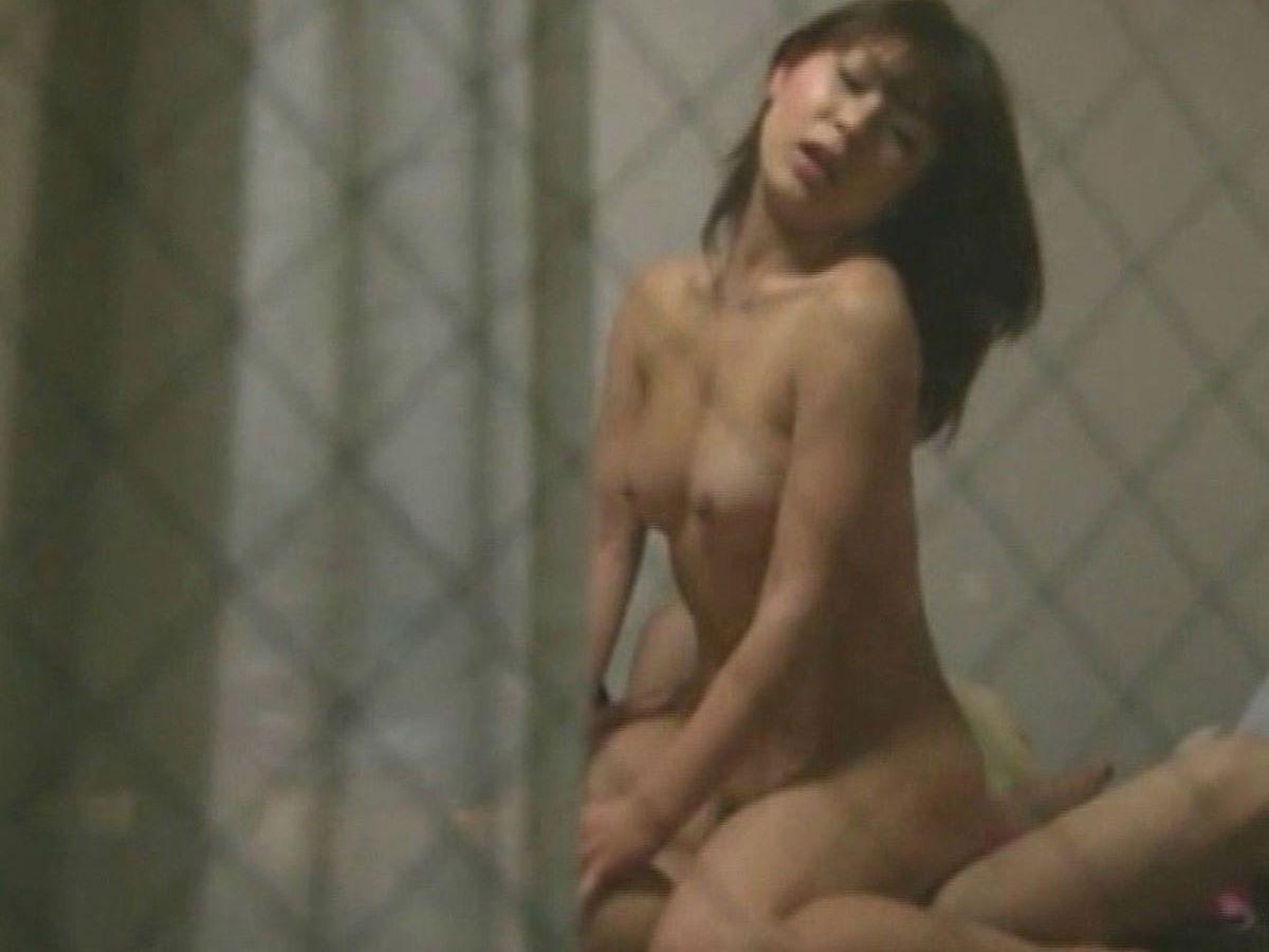 自宅などでセックスしてる素人の男女 (20)