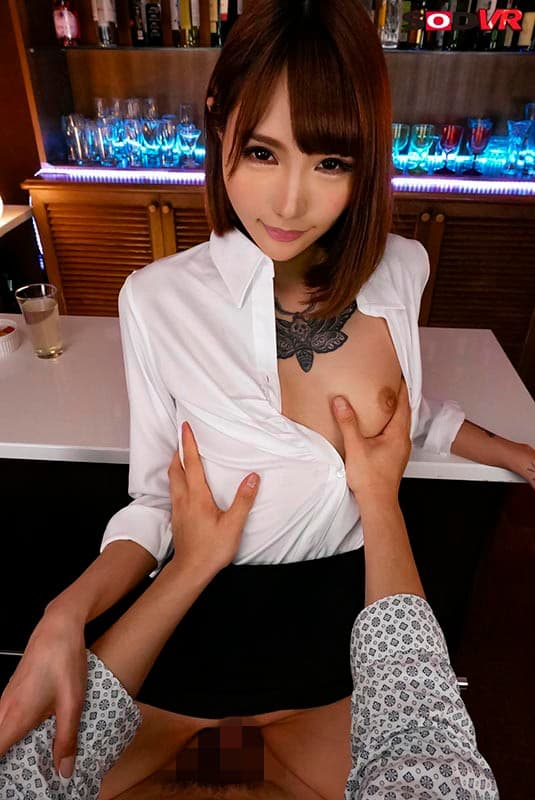 全身タトゥーの美女が摩天楼SEX、佐藤エル (5)