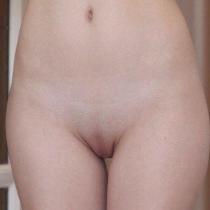 マン毛が全く無いパイパン女子 (1)