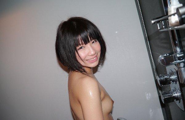 ショートヘア美少女のヌード (14)