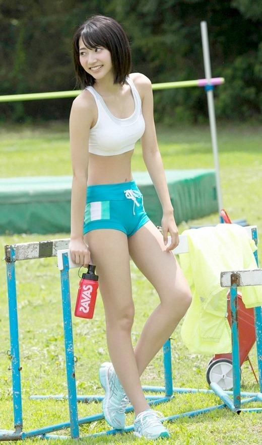 スポーツブラジャーを装着する女子 (6)