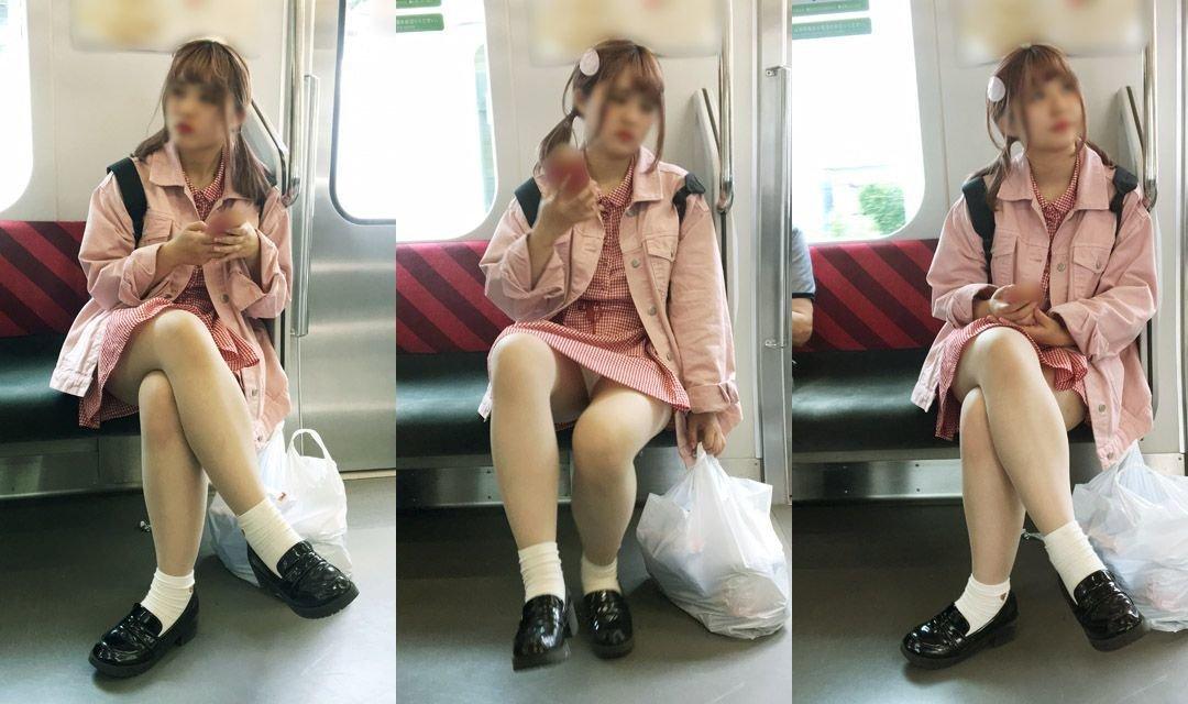 電車内でパンチラしてる (12)