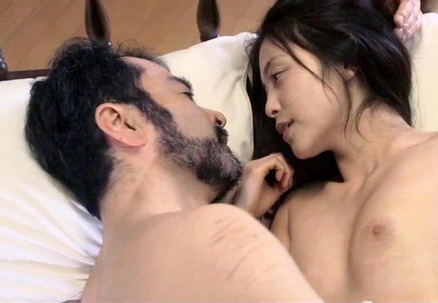 女優が裸になってセックス (2)
