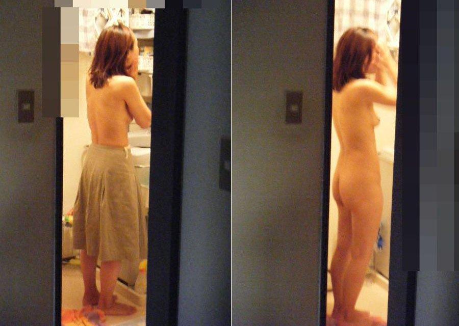 全裸にバスタオル状態の素人女性 (15)