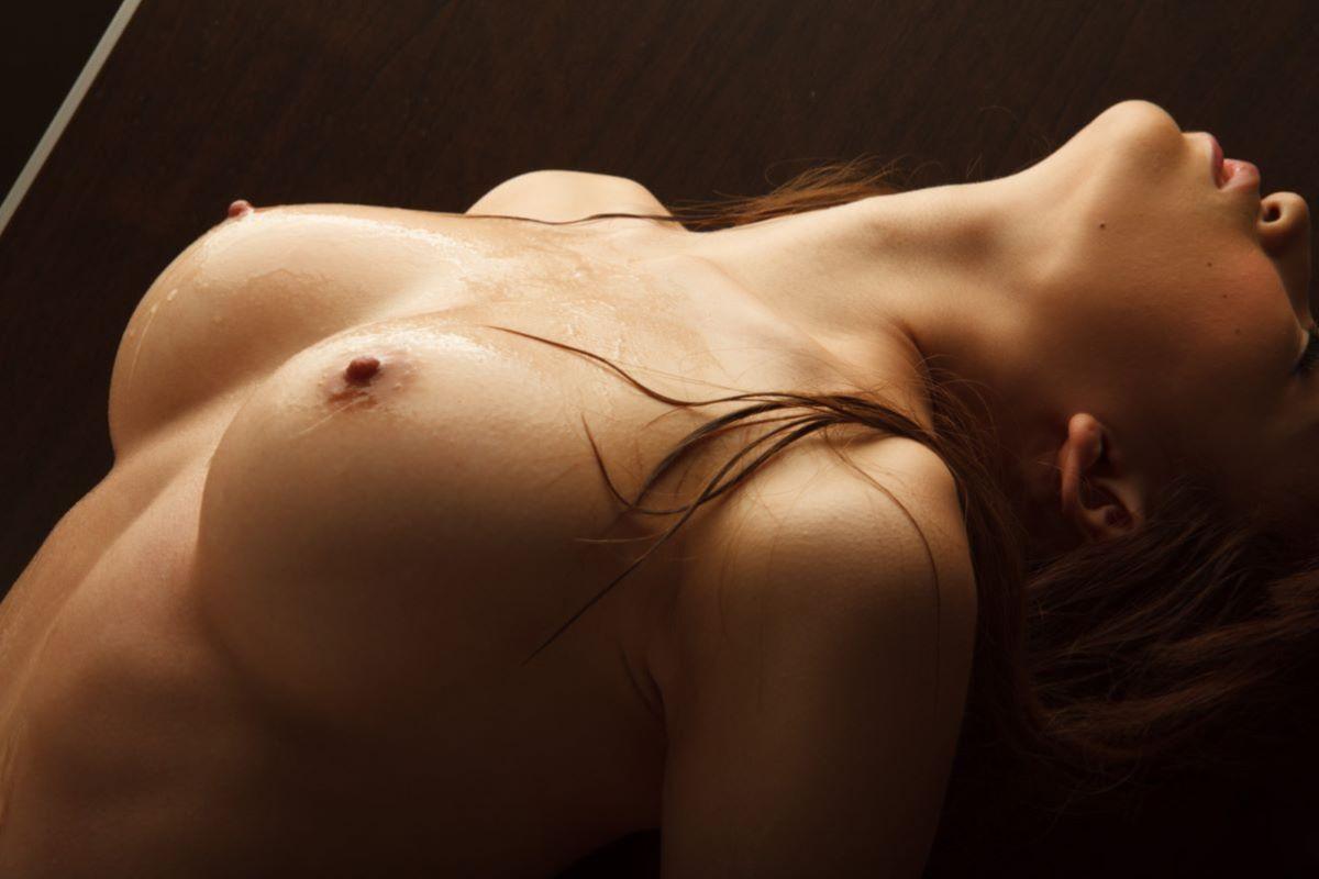 芸術的な美女の美乳 (13)