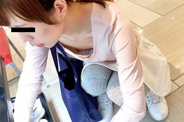 乳首まで見えてる素人女性(16)