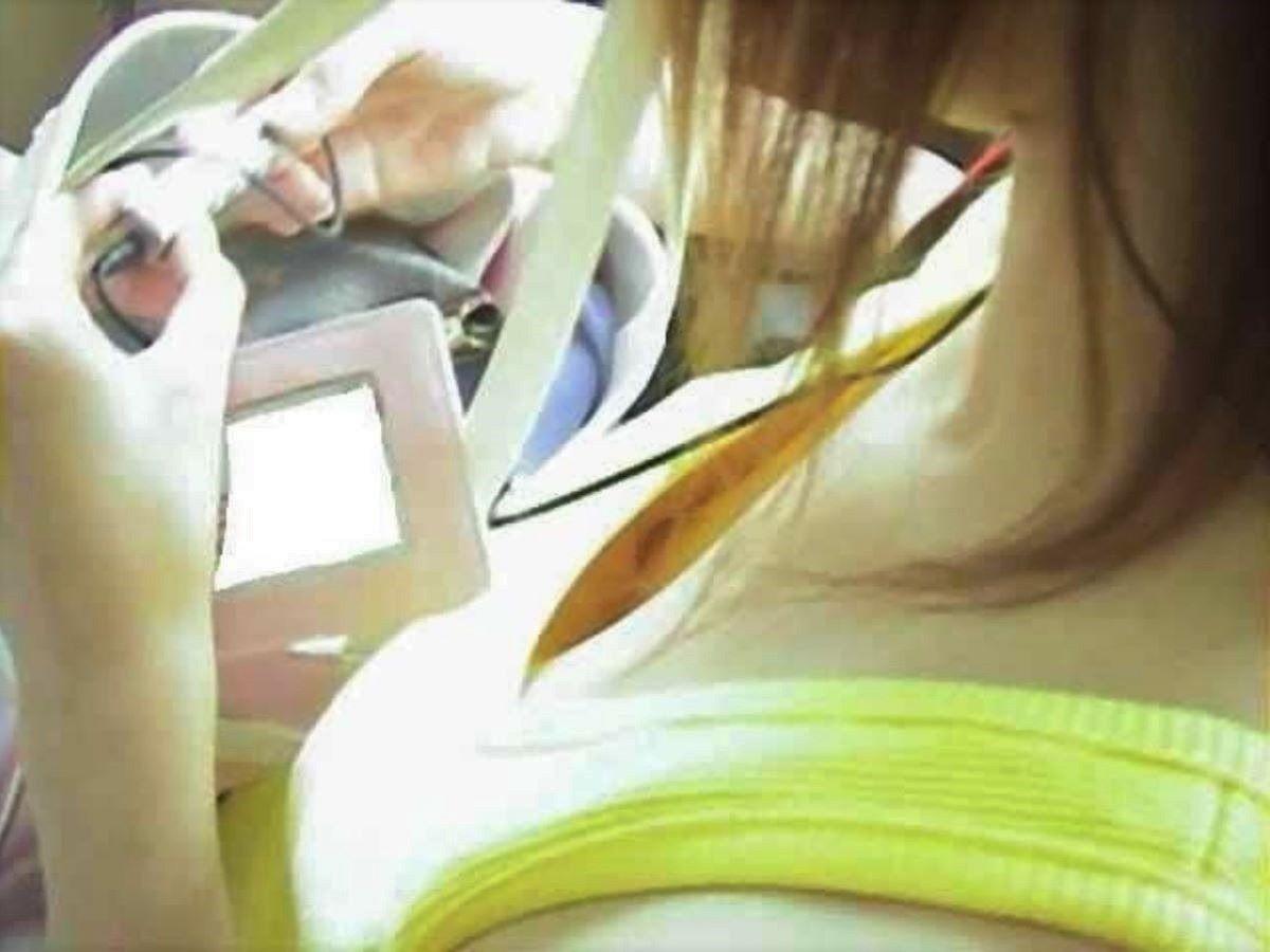 乳首まで見えてる素人女性(7)