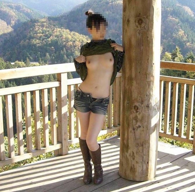どんな場所でも裸になれる素人ギャル (18)