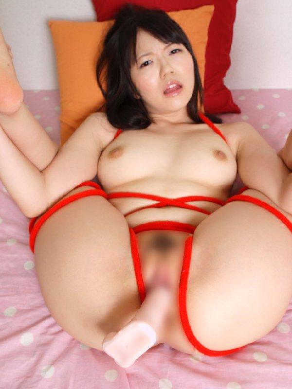 股を広げて緊縛された女性 (5)