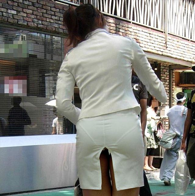お尻から透けパンしてる素人女子 (8)