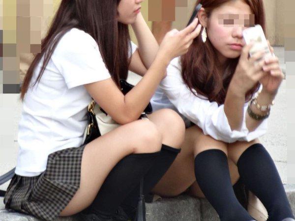 制服姿でパンチラしまくる素人女子 (6)