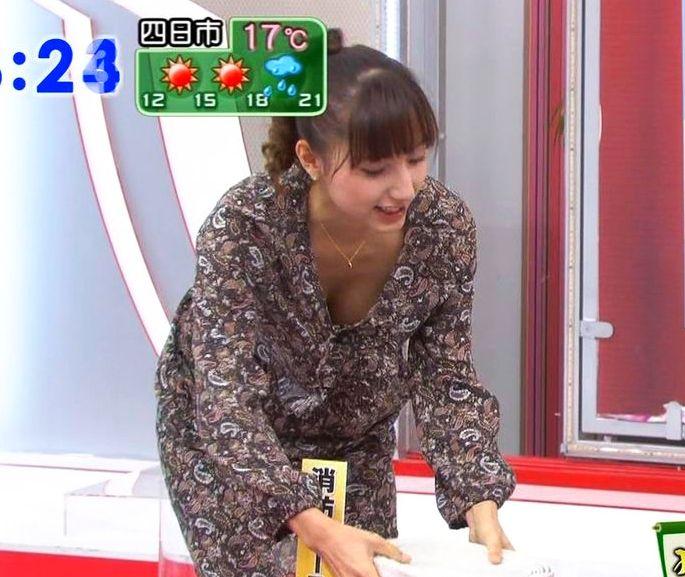 清楚な女子アナのセクシーな巨乳 (8)