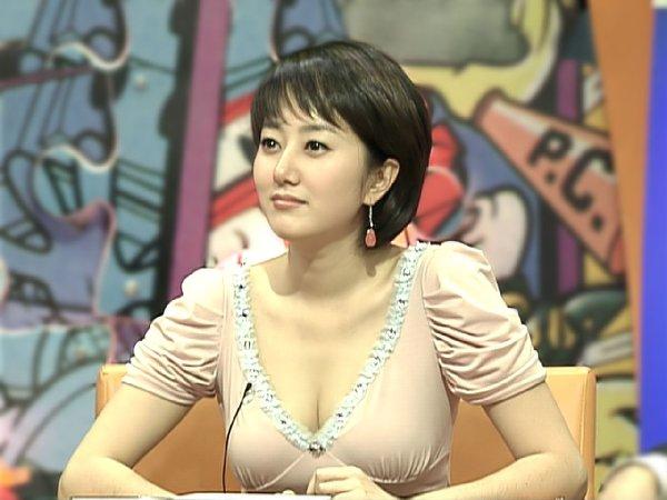 清楚な女子アナのセクシーな巨乳 (10)
