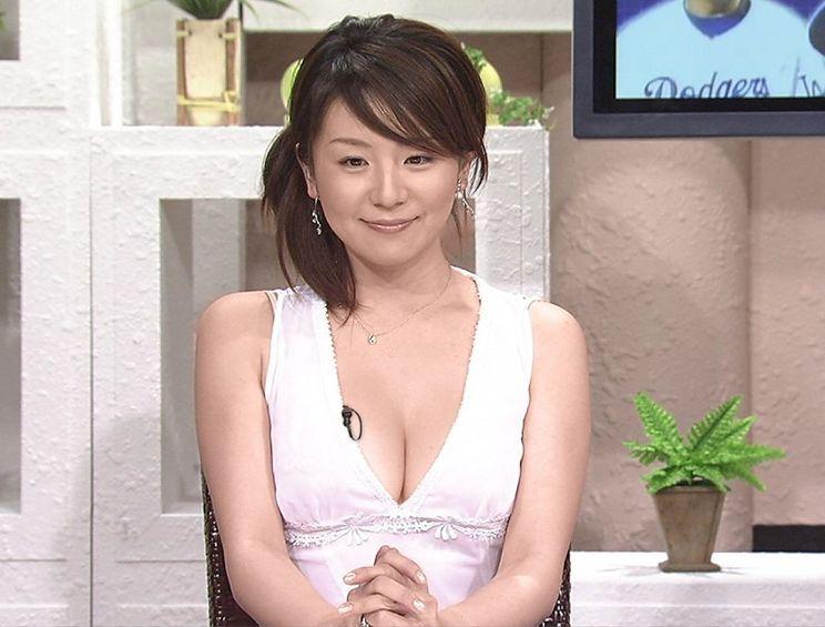 清楚な女子アナのセクシーな巨乳 (3)