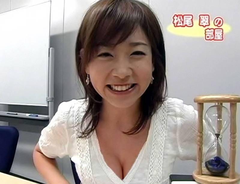 清楚な女子アナのセクシーな巨乳 (4)