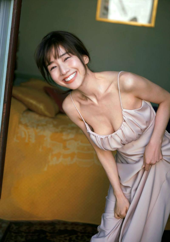 清楚な女子アナのセクシーな巨乳 (20)
