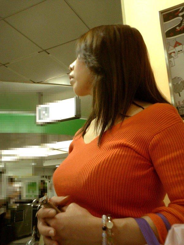 着衣巨乳のデカパイ女子 (8)