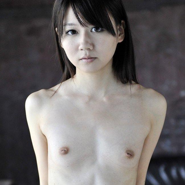 童顔貧乳の美少女たちが裸になった、ちっぱいヌードがエロ可愛い