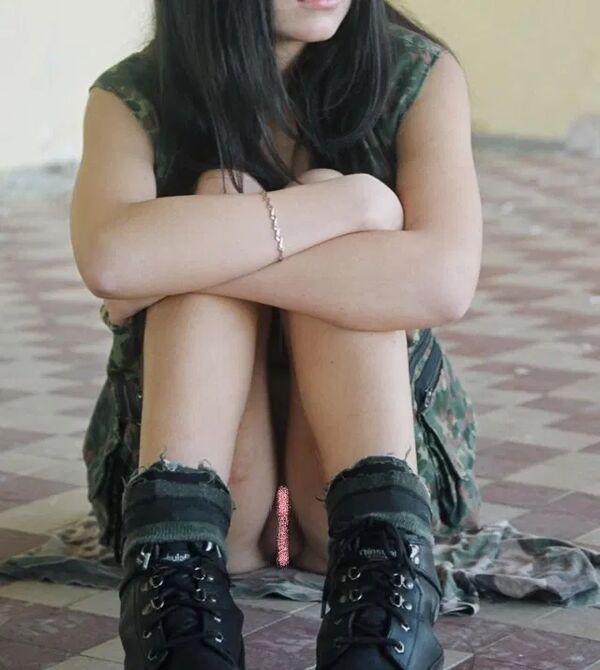ノーパン女性のマンチラ (20)