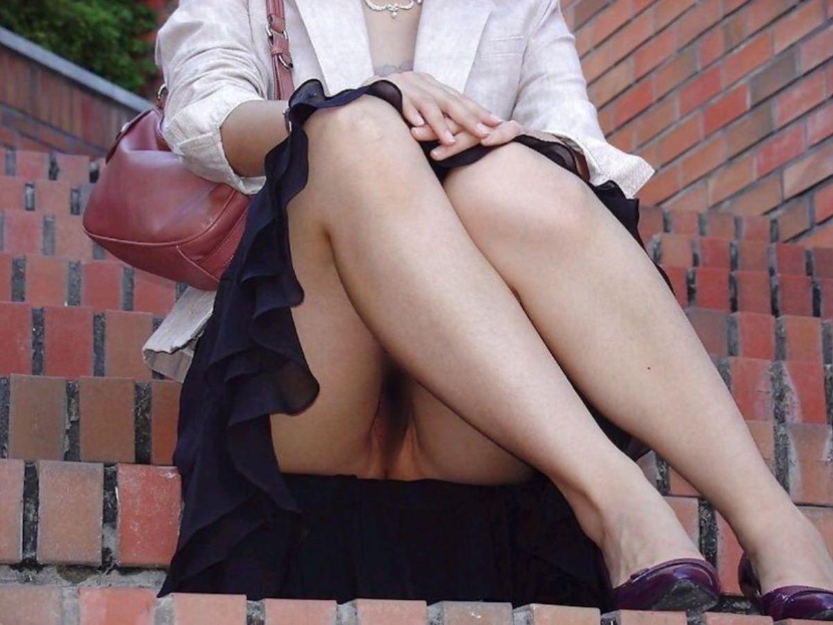 ノーパン女性のマンチラ (5)