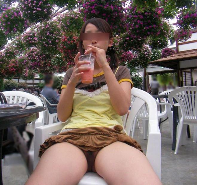 ノーパン女性のマンチラ (15)