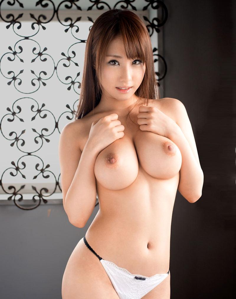 乳寄せする巨乳女性 (19)