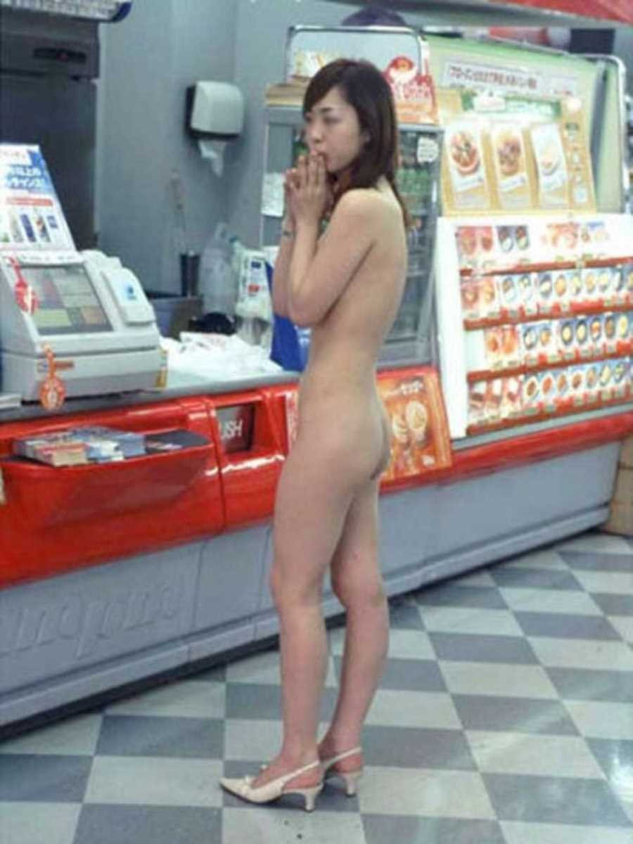 店内露出を楽しむ素っ裸の素人さん (6)