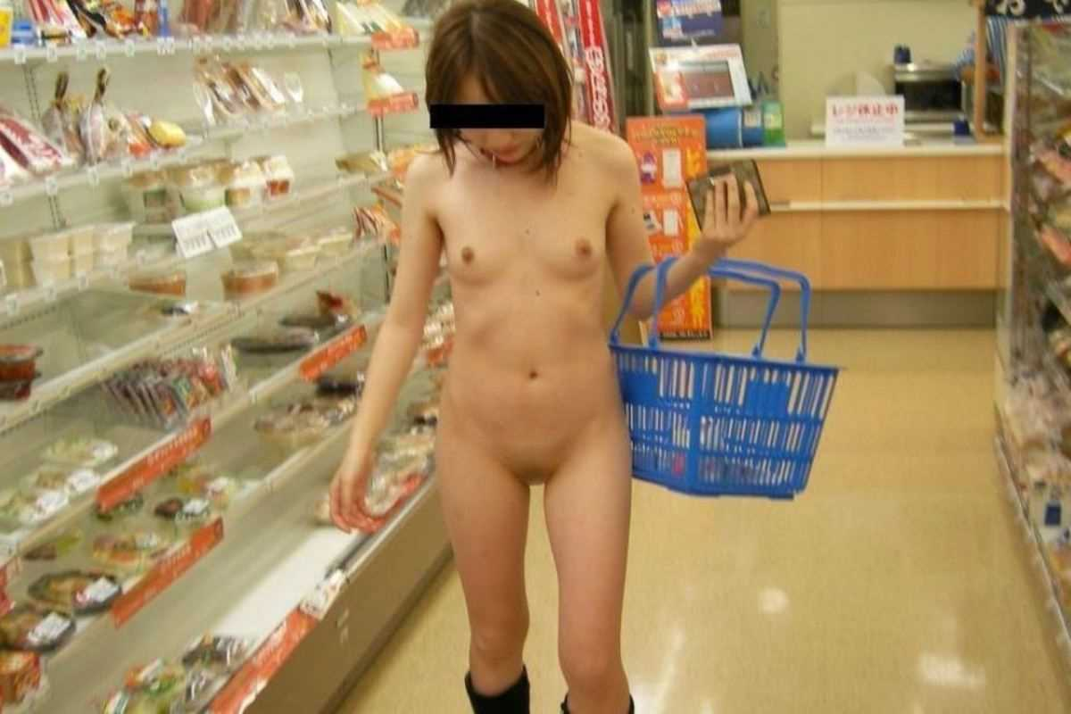 店内露出を楽しむ素っ裸の素人さん (4)