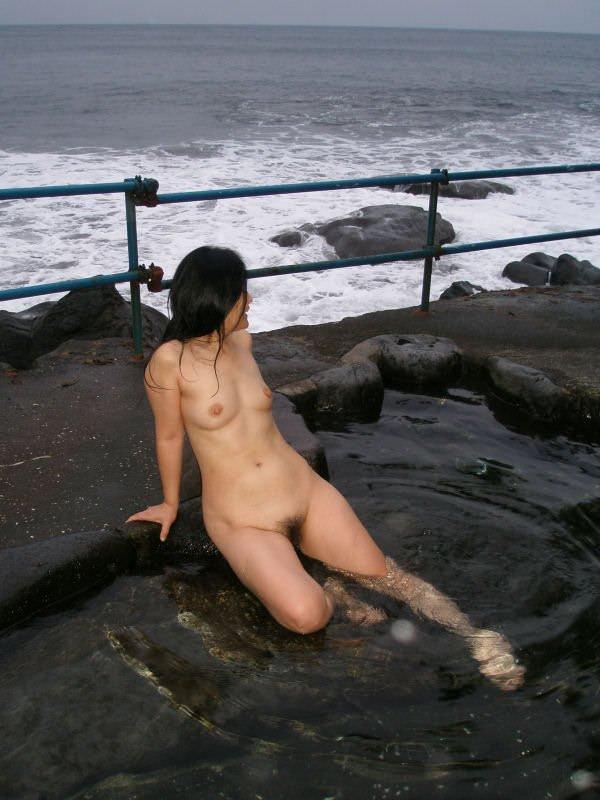 友達の入浴ヌードを撮影しちゃう (10)