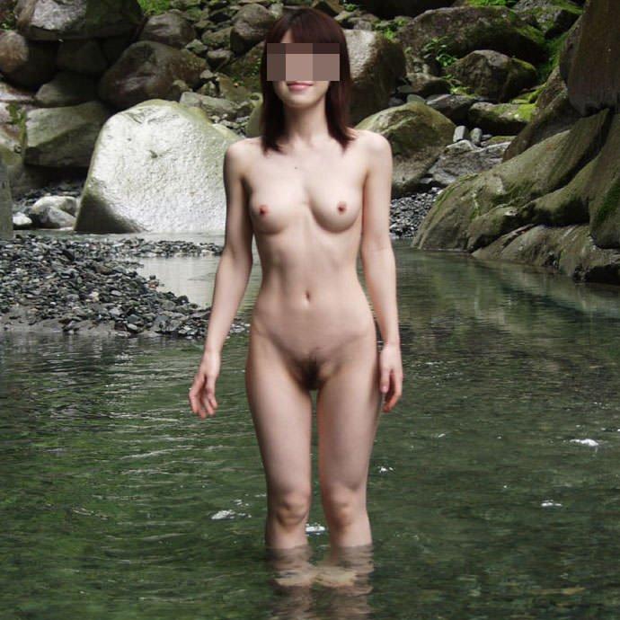 友達の入浴ヌードを撮影しちゃう (1)