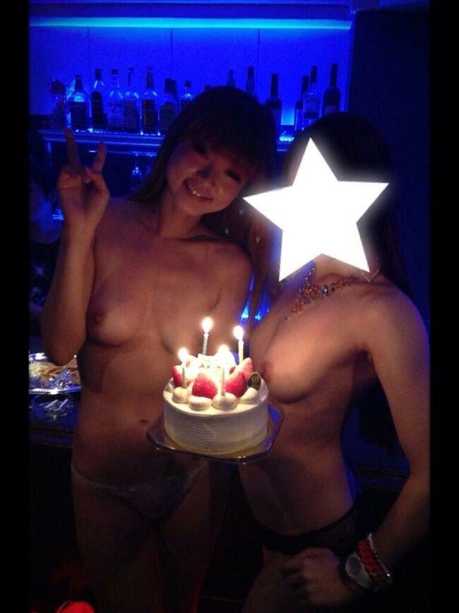 おふざけが過激で裸になる素人女子 (6)