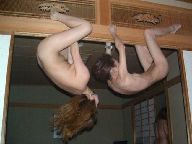 おふざけが過激で裸になる素人女子 (15)