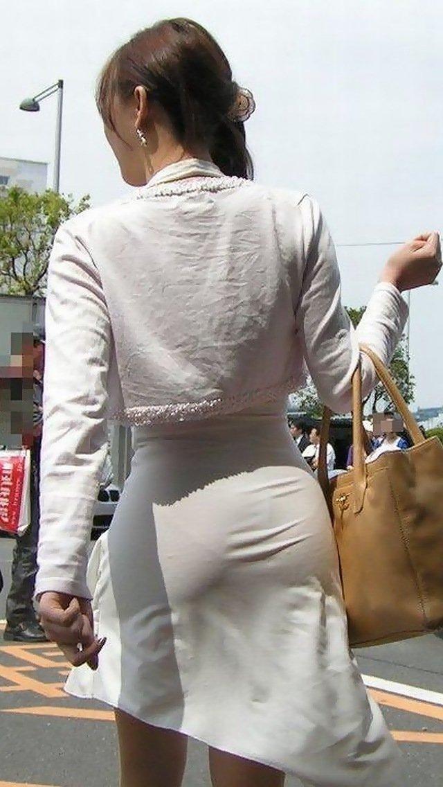 透けパンしちゃうタイトスカート女子 (2)