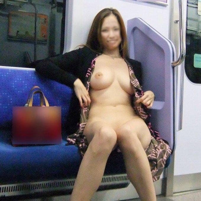 電車内で服を脱ぎ裸になっちゃうチャレンジャーな素人露出狂娘たち