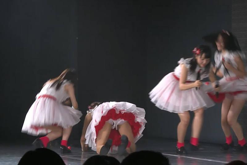 アイドルのライブでパンチラ (4)