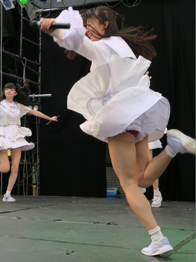 アイドルのライブでパンチラ (6)