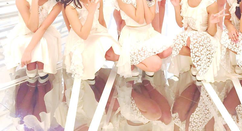 アイドルのライブでパンチラ (8)