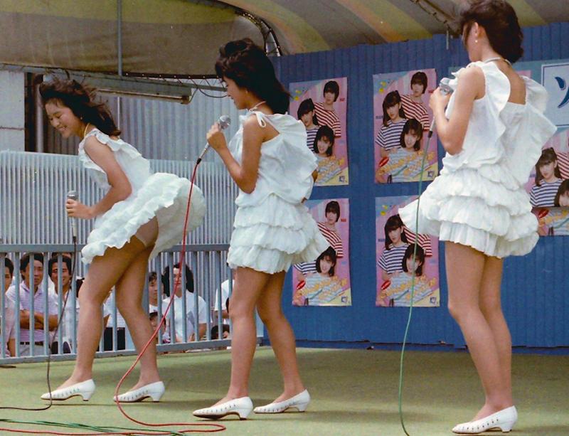 アイドルのライブでパンチラ (18)