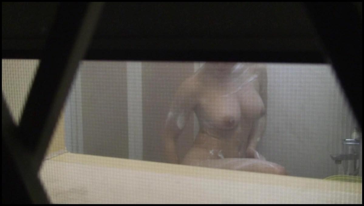 素っ裸で入浴中の素人女子 (8)