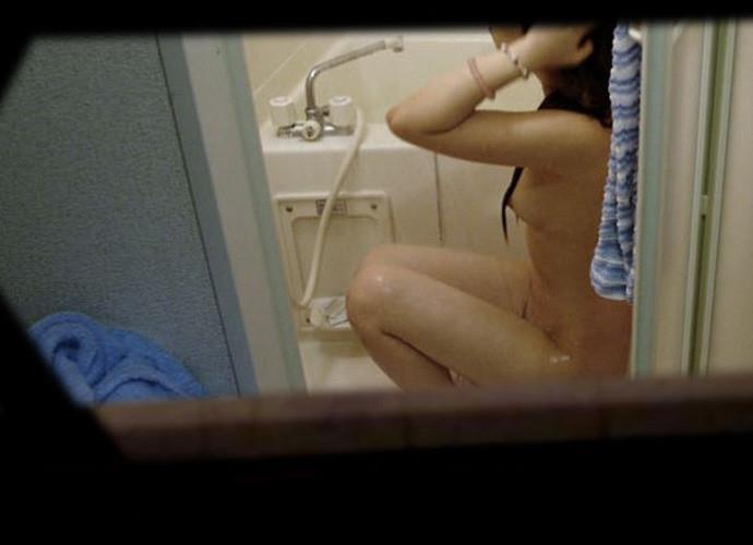 素っ裸で入浴中の素人女子 (2)