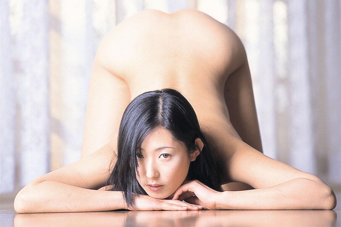 四つん這いで美尻を突き出す美女 (6)