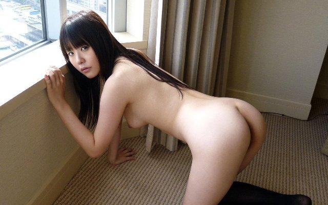 四つん這いで美尻を突き出す美女 (4)