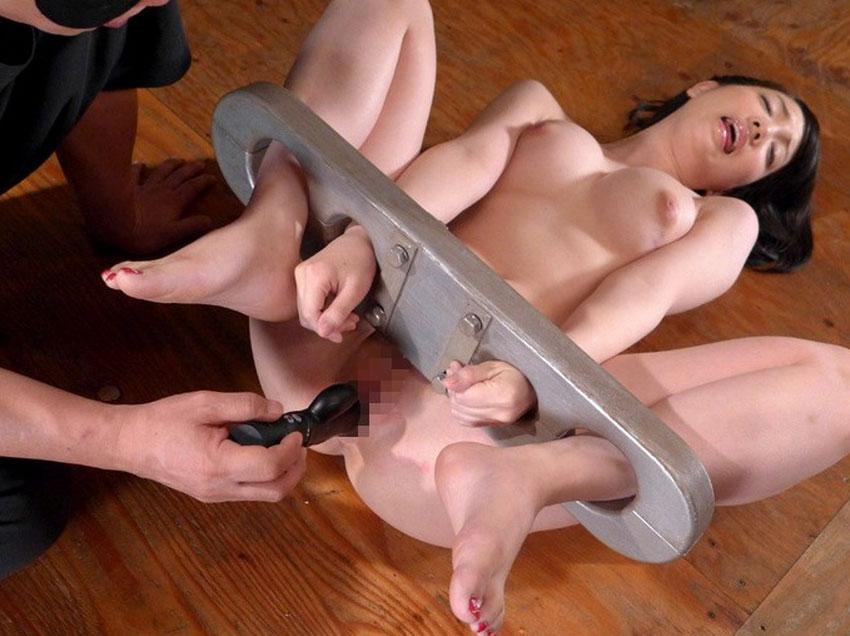 全裸女性と緊縛SMプレイ (4)
