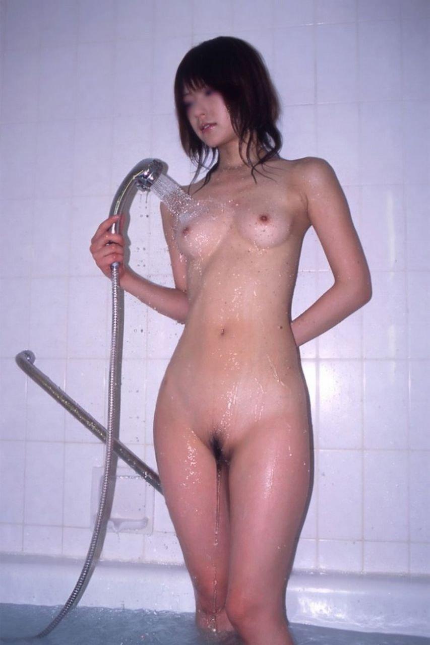 シャワーで濡れた素人女子のヌード (3)