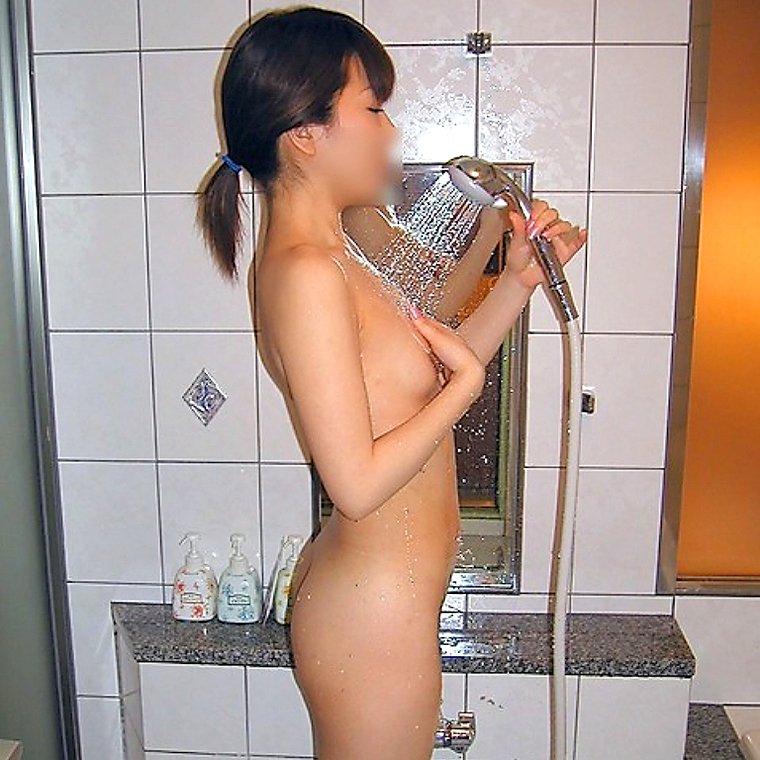 シャワーで濡れた素人女子のヌード (12)