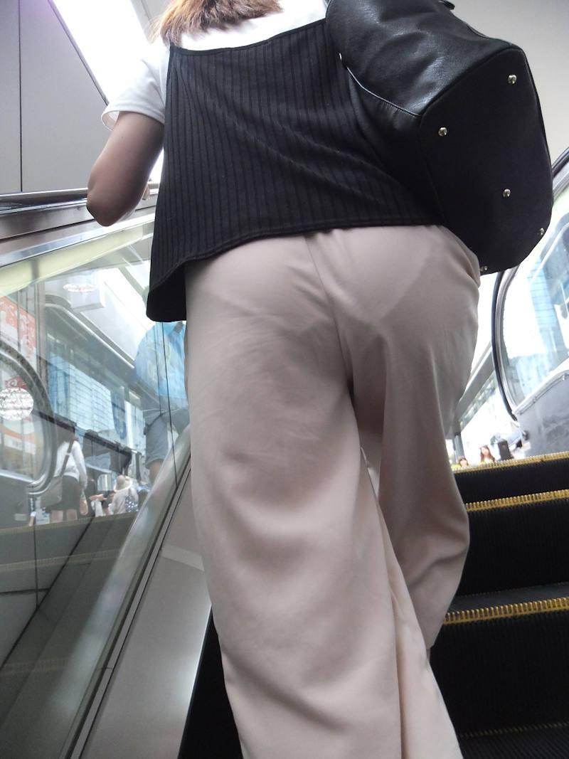透けパンしてるお尻 (6)