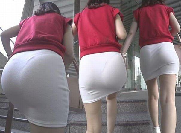 透けパンしてるタイトスカート姿の女性 (7)