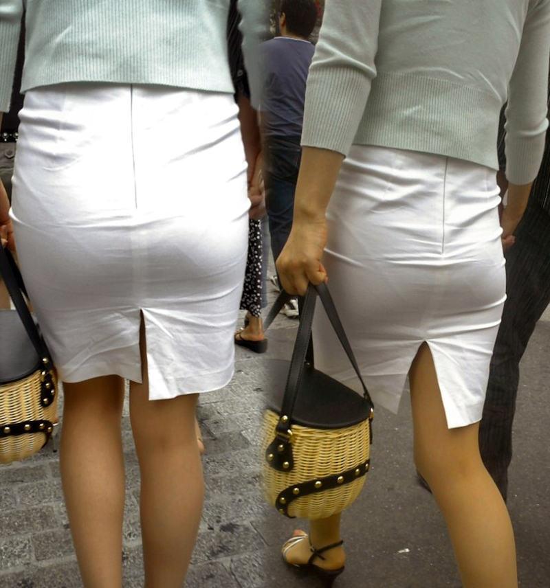 透けパンしてるタイトスカート姿の女性 (13)