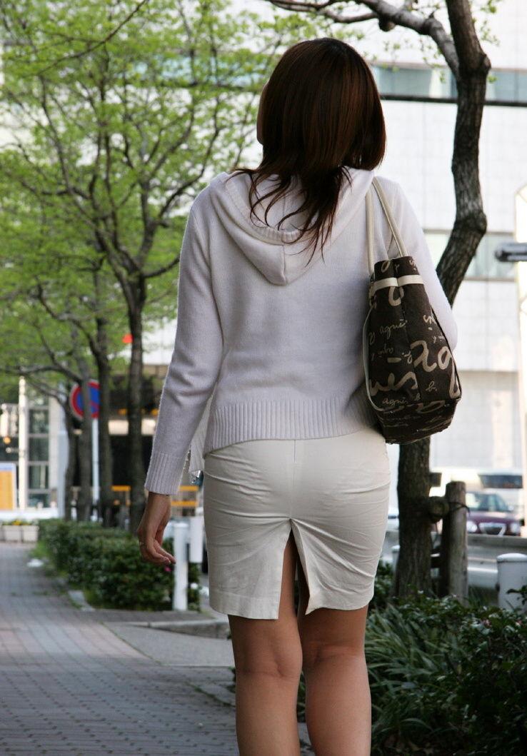 透けパンしてるタイトスカート姿の女性 (19)